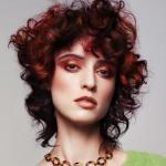 czerwona fryzura średniej długości, Marc Antonii, red. Z. Sumirska