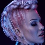 Cybernetics, D.Starkey, S.Burton, FRK.03, styl cyberpunk, upięcie, blond, warkocze, irokez, SUZI, Sumirska